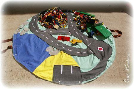 Tapis Rangement Lego by Tapis Route Et De Rangement L 233 Go Photo De Jouets Et D 233 Co