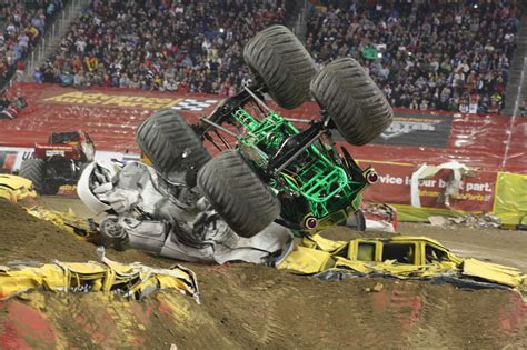 monster trucks grave digger crashes pin grave digger monster truckmonster trucks hq on pinterest