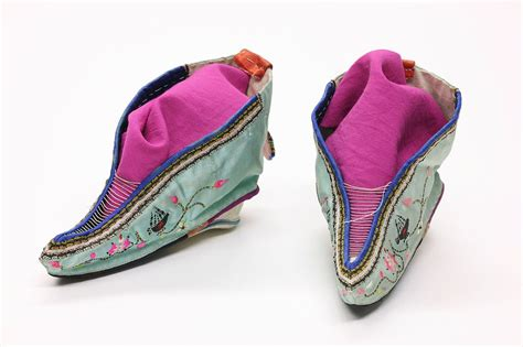 china shoes file foot binding shoes 1 jpg wikimedia commons