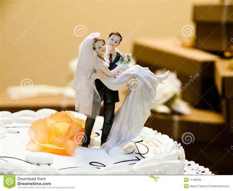 imagenes de novias rockeras torta de boda imagen de archivo imagen de novio crema
