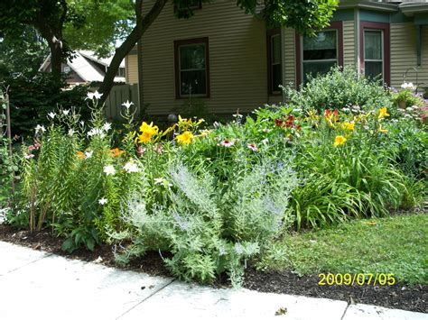 perennial flower bed lovely gardens and ideas for them pinte
