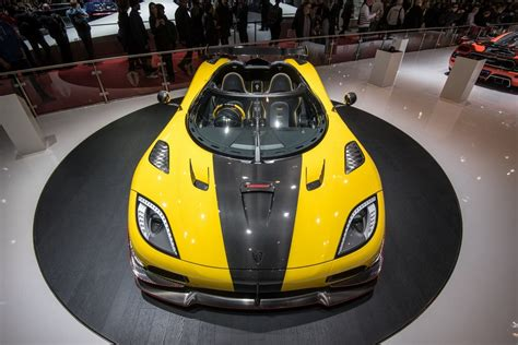 koenigsegg yellow η sold out koenigsegg agera rs έφτασε στη γενεύη με 1 176