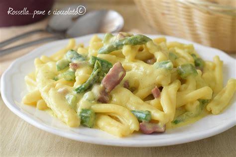 come cucinare gli asparagi con la pasta pasta con asparagi e speck primo piatto primaverile facile