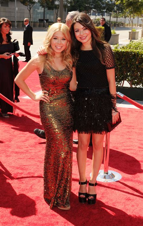 miranda cosgrove jennette mccurdy hit nyc with icarly icarly see miranda cosgrove jennette mccurdy s most stylish bff
