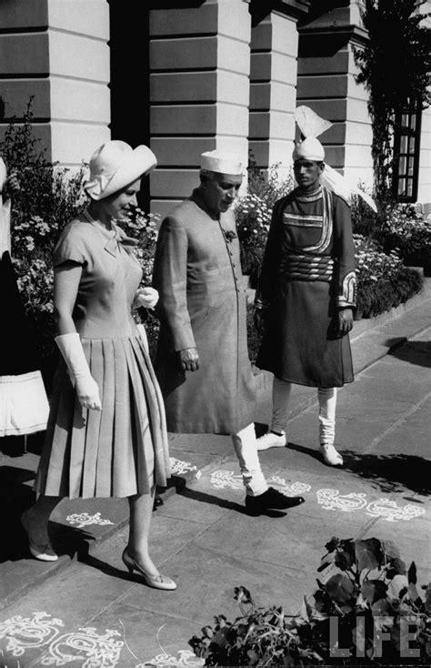 queen elizabeth biography in hindi queen elizabeth ii addresses a vast gathering of more than