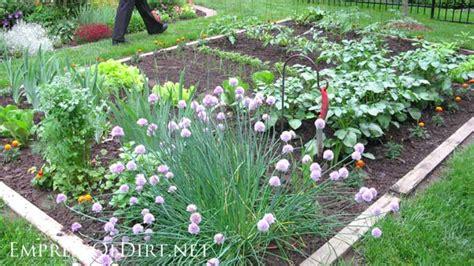Vegetable Garden Borders 20 Layout And Design Ideas For Home Veggie Gardens