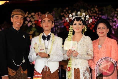 Roro Set Batik jokowi s eldest gibran selvi officially married