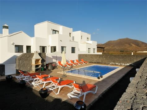 5 bedroom villas in lanzarote 5 bedroom villa playa blanca lanzarote sleeps 8