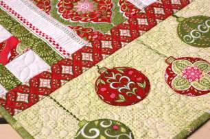 Quilted Table Toppers by Amanda Murphy Design Complimentary Holiday Bouquet Table