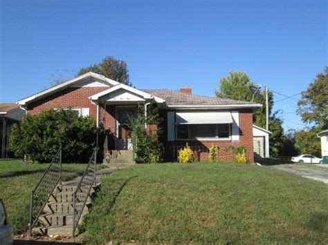 143 w jagoe st madisonville ky 42431 home for sale and