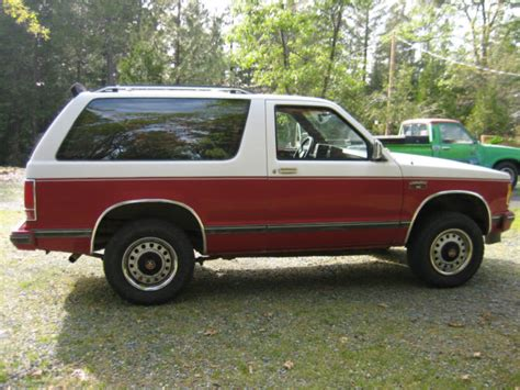 gmc jimmy 1988 1988 gmc jimmy 2 door red white classic gmc jimmy