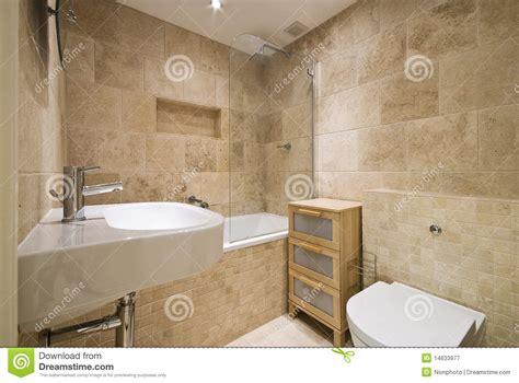 Ordinaire Glace De Salle De Bain #1: salle-de-bains-de-luxe-moderne-avec-les-murs-lapid%C3%A9s-normaux-14633977.jpg