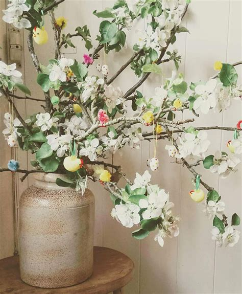 albero con fiori bianchi come fare l albero di pasqua 30 idee di decorazioni fai