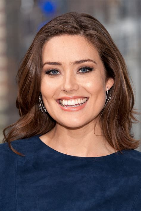 what makeup does megan boone on the black lisf megan boone blacklist haircuts for 2014 the blacklist