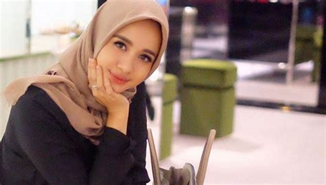 tutorial jilbab segi empat laudya chintya bella 7 alasan kamu tetap setia sama hijab segi empat sederhana