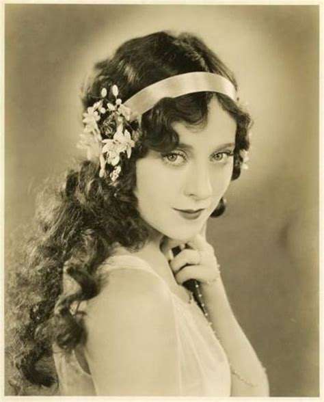actual 1920 old day photo of hairstyles 20s long hair style real 20s fashion through pictures