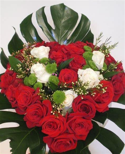 como hacer un arreglo de esferas de flores como hacer un arreglo de rosas en forma de corazon