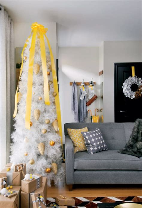 decorating your yellow den for christmas remodelaholic decorating with non traditional colors