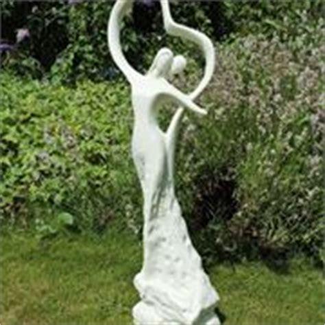 statue per giardino installare le bocche di lupo arredamento per giardino