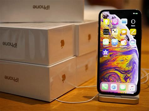 apple iphone xs  xs max users complain   annoying