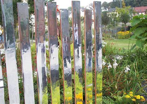 Pflanzen Im Garten Umsetzen by Spiegel Im Garten Palisaden Als Transparenter