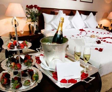 decorar habitacion romantica decoracion para noche romantica en habitaciones y cena