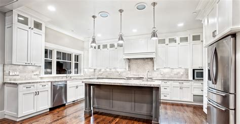what to look for in kitchen cabinets white kitchen cabinet for great looking kitchen decor
