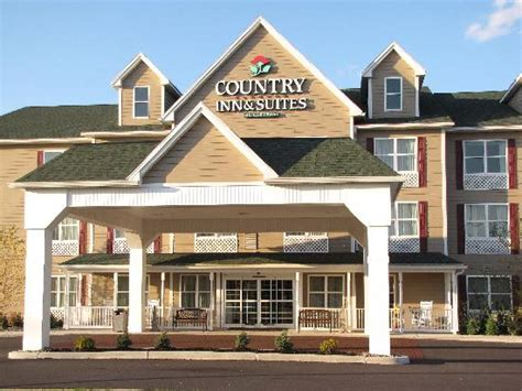 country inn suites country inn suites carlisle breakfast lobby picture of