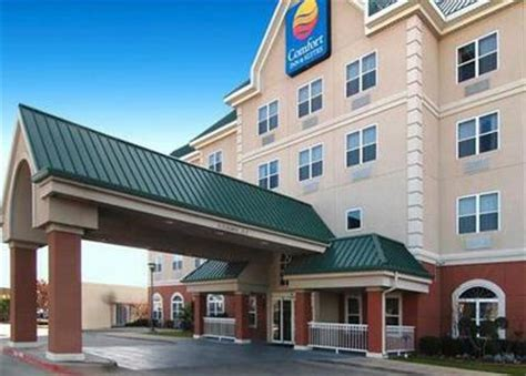 comfort inn and suites dallas tx comfort inn and suites dallas dallas deals see hotel