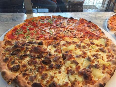 Izza Maxi Tua maxi pizza foto di pan pizza san benedetto
