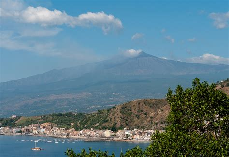 www giardini it giardini naxos in sicily travel tour advice
