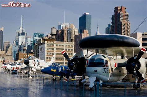 portaerei new york il grande ponte della portaerei uss intrepid foto