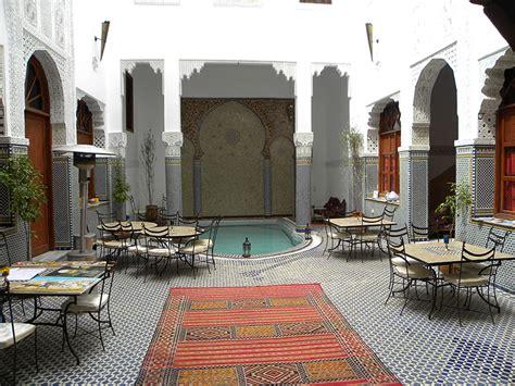 Patio Marocain by Un Patio Dans Un Riad Traditionnel De Fes Au Maroc Avec