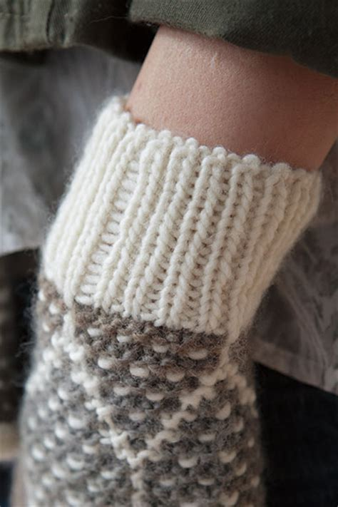 how to knit a toque with needles honeycomb scarf toque and mitts knitting patterns and