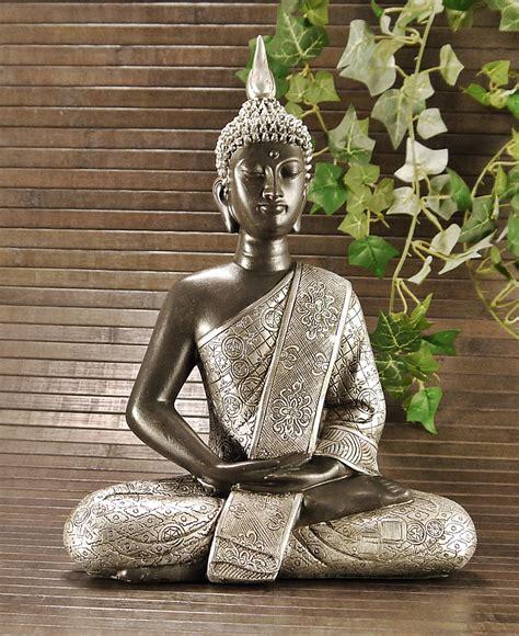 buddha für garten kaufen skulptur buddha in bronze silber optik feng shui figur