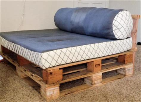 diy daybed couch 12 diy pallet daybed ideas 1001 pallet ideas