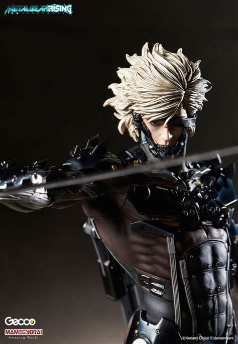 Raiden White Statue By Gecco this raiden statue s eye can light up details and pictures of gecco s upcoming figure metal