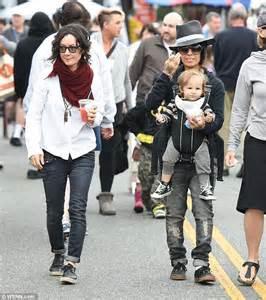 linda perry siblings talk host sara gilbert and wife linda perry take children