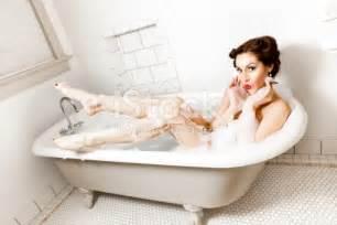 Bathtub Pinup by Retro Pinup In The Bathtub Stock Photo 108311127 Istock