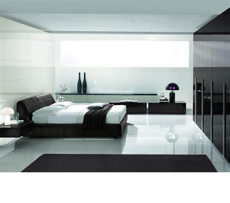 exquisite leather modern master beds with storage cases dreamfurniture com strip dark brown crocodile texture