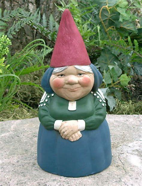 garden nome mrs gnome rein poortvliet style garden gnome