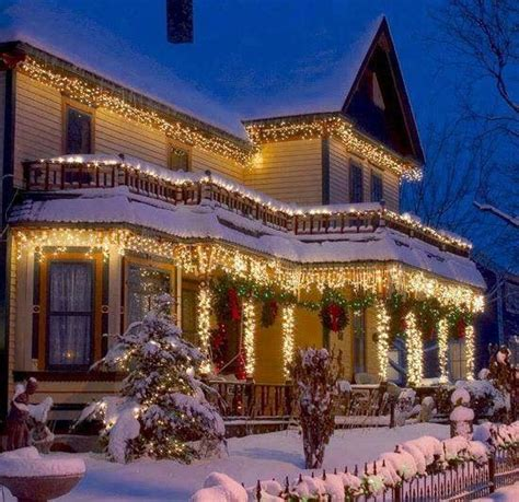 beautiful christmas homes decorated beautiful christmas lights holiday exteriors pinterest