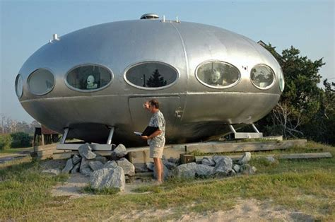 14 spaceship homes get ready to ditch earth by 2012