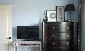 using a gallery wall to disguise a tv