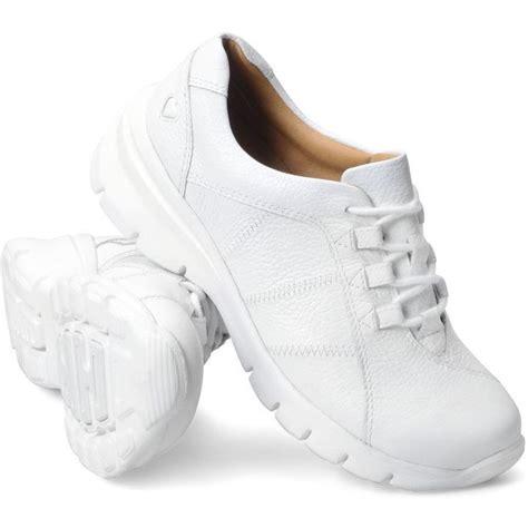 comfortable nursing shoes best 25 shoes ideas on nursing shoes