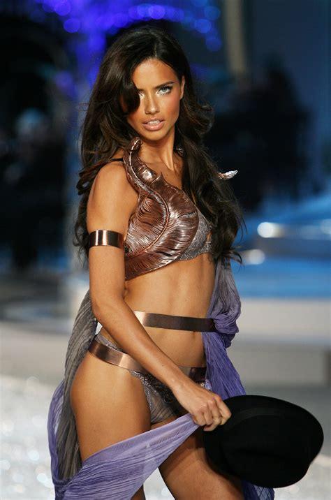 victorias secret model with bob haircutjnnnamnaasmtgyiuop adriana lima victoria s secret fashion show i love