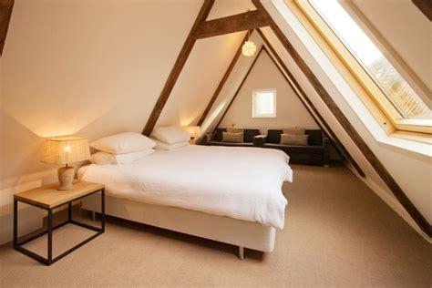 schlafzimmer mit dachschräge schlafzimmer mit dachschr 228 ge sch 246 ne gestaltungsideen