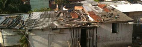 paraguay fa i bisogni a letto il patrigno lo punisce