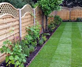 Fencing Ideas For Small Gardens Wooden Garden Fencing Ideas Acacia Gardens