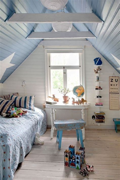 bedroom with slanted ceiling 25 best ideas about sloped ceiling bedroom on pinterest